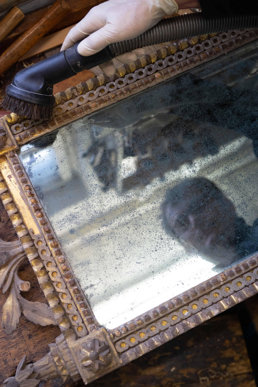 Restauration eines antiken Spiegels