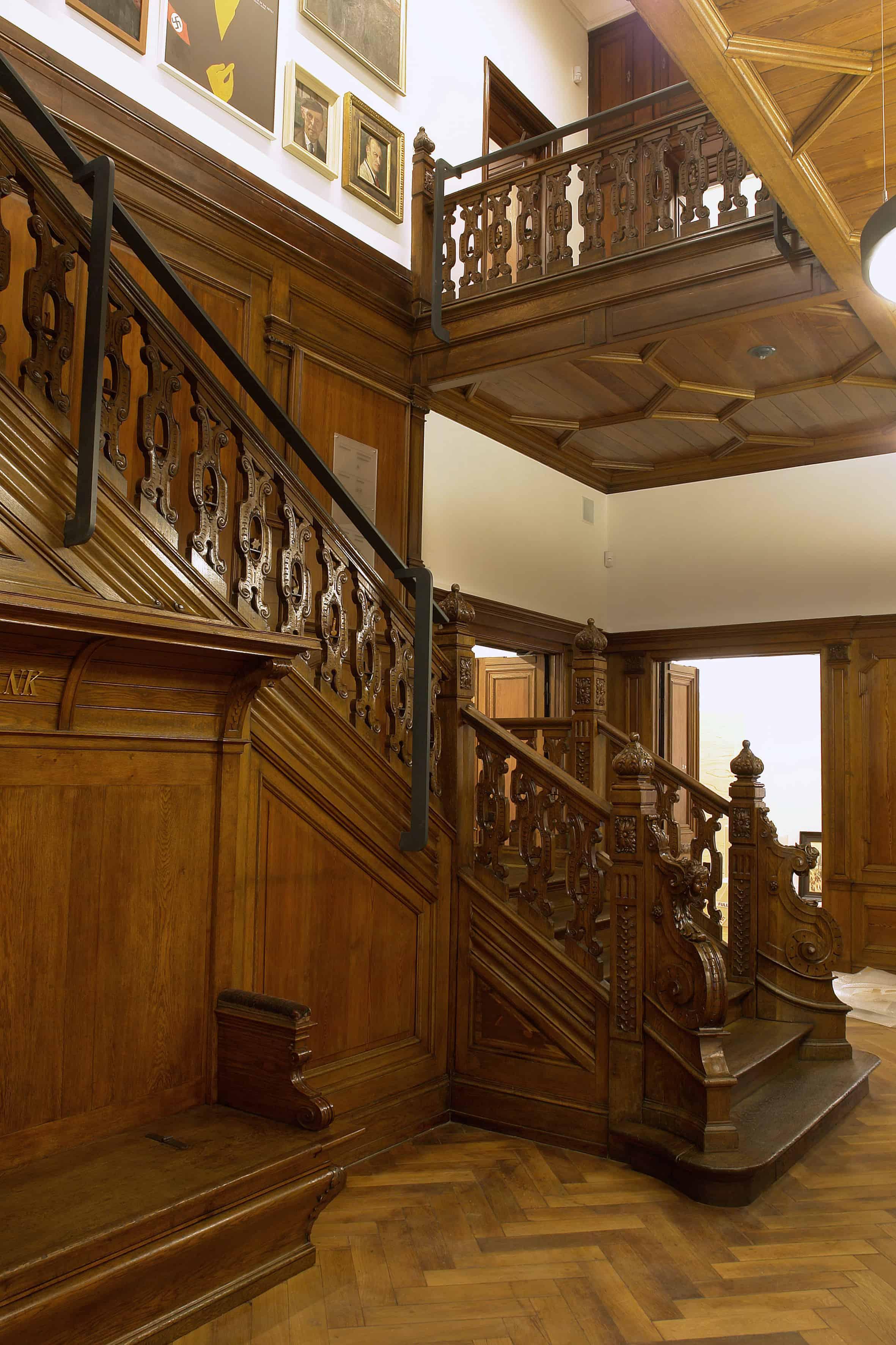 Baudenkmalpflege anhand einer alten Treppe